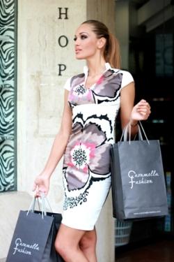 Стилна лятна рокля в бяло с цветя