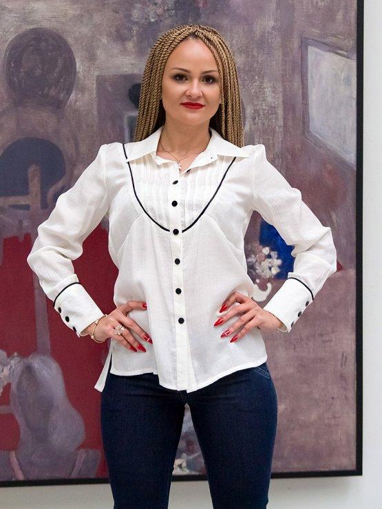 Дамска бяла риза с дълъг ръкав с черен ламе паспел