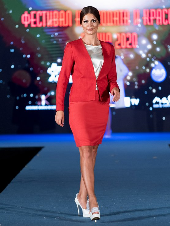 Червен бизнес костюм