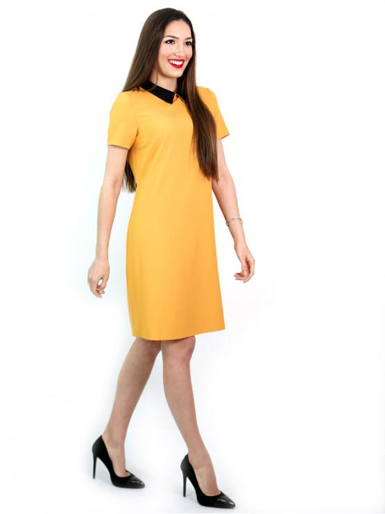 Жълта рокля с къс ръкав с черна якичка