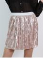 Къса пола от ефектен плисиран лъскав плат - цвят прашно розово